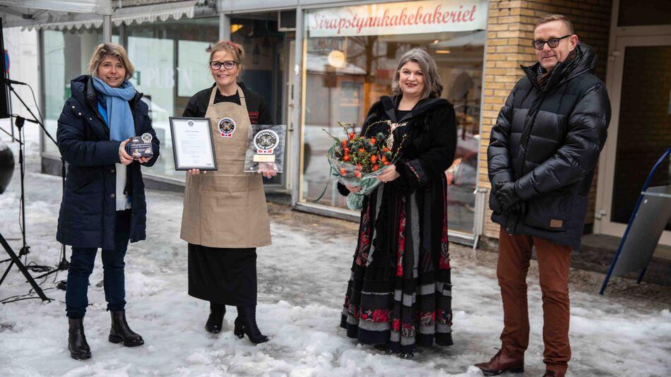 Anita Lomnes sammen med Nina Sundquist i Matmerk, ordfører Anita Ihle Steen og næringssjef Tor Rullestad