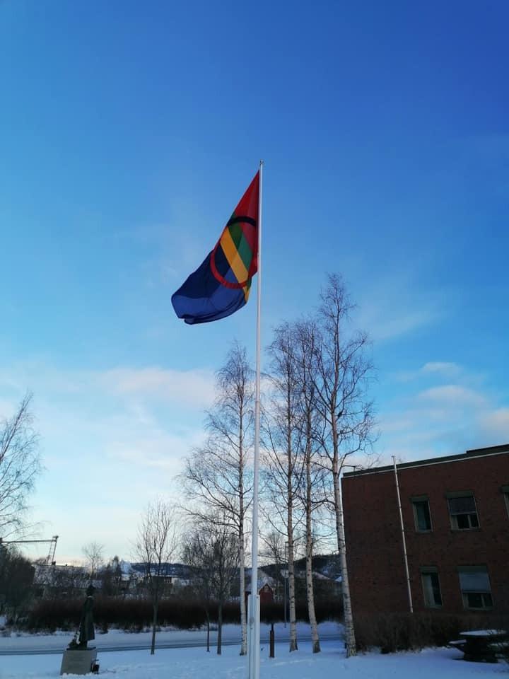 Samisk flagg rådhuset.jpg