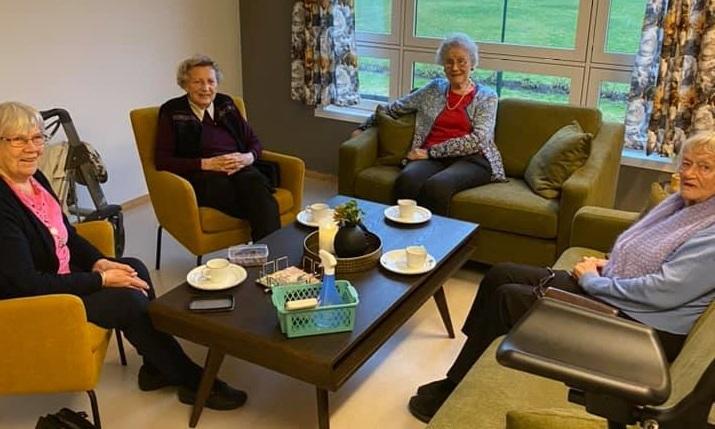 Fornøyde damer på Byparken seniorsenter
