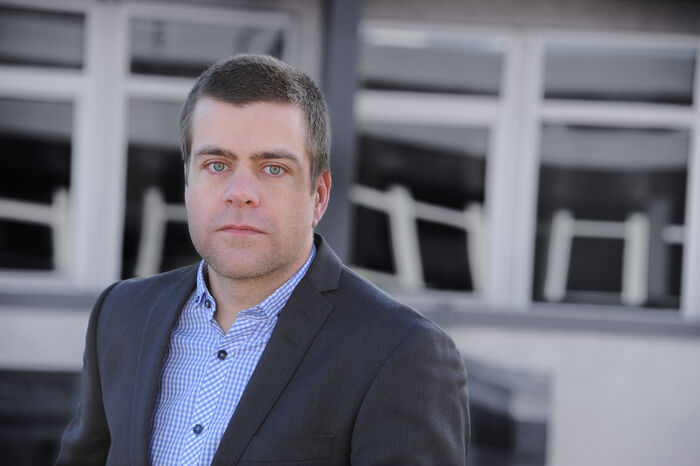 KRITISK. HLFs generalsekretær Henrik Peersen er sterkt kritisk til at regjeringen og Frp ikke vil gi hørselshemmede og andre funksjonshemmede i Norge de samme rettighetene som alle andre borgere har.