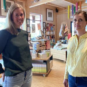 To damer i butikken på Prøysenhuset