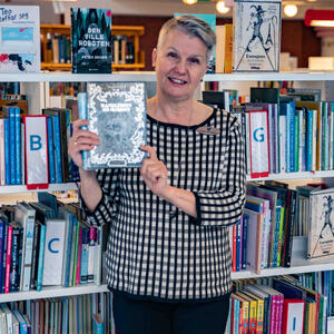 Biblioteksjef Mette Westgaard ønsker velkommen til Litteraturuka 2021