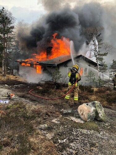 Brannslukking av hytte