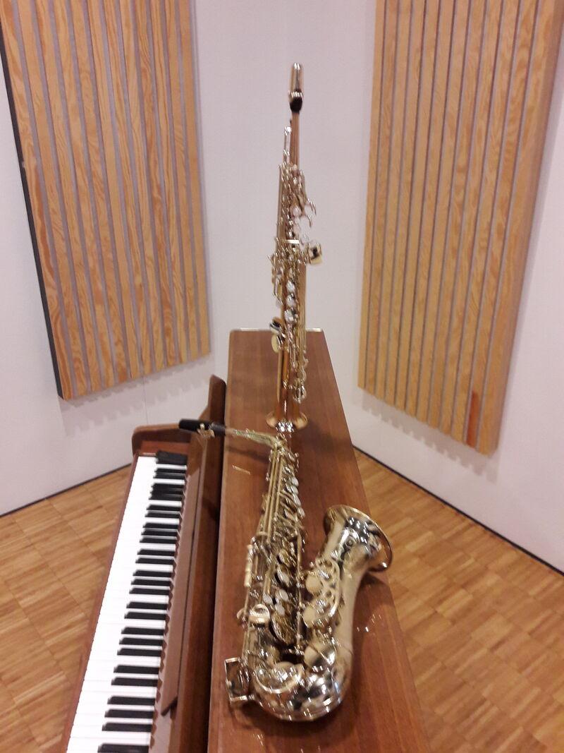 Saks og piano