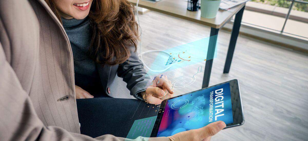 DIGITALISERING: To nye prosjekter skal undersøke hvilke problemer og utfordringer hørselshemmede møter i den nye digitale verdenen. Mangel på teksting er en av mange barrierer. Illustrasjonsfoto. Colourbox