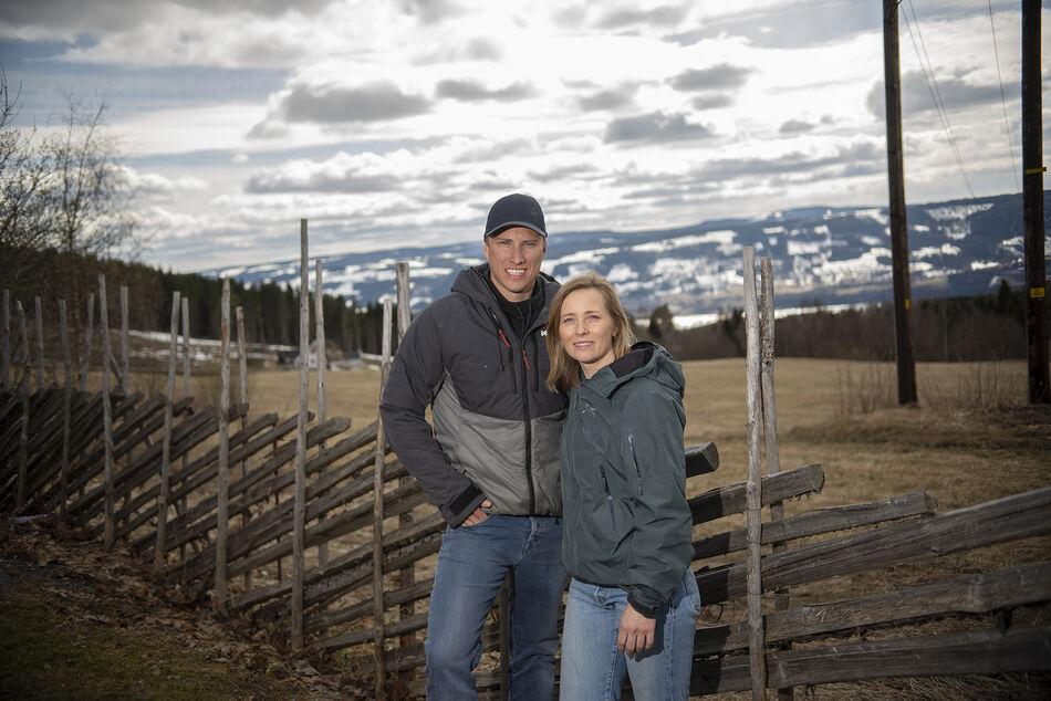 Mann og dame foran utsikt