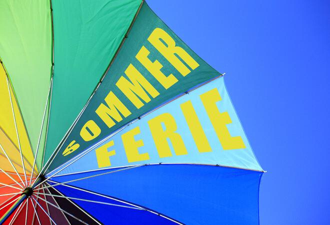 Paraply med sommertekst