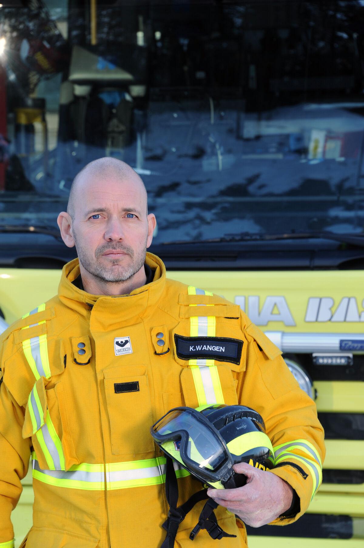 MENINGSFULL JOBB. Innsatsleder Kenneth Wangen er ikke i tvil: Å jobbe som brannmann er verdens beste jobb.