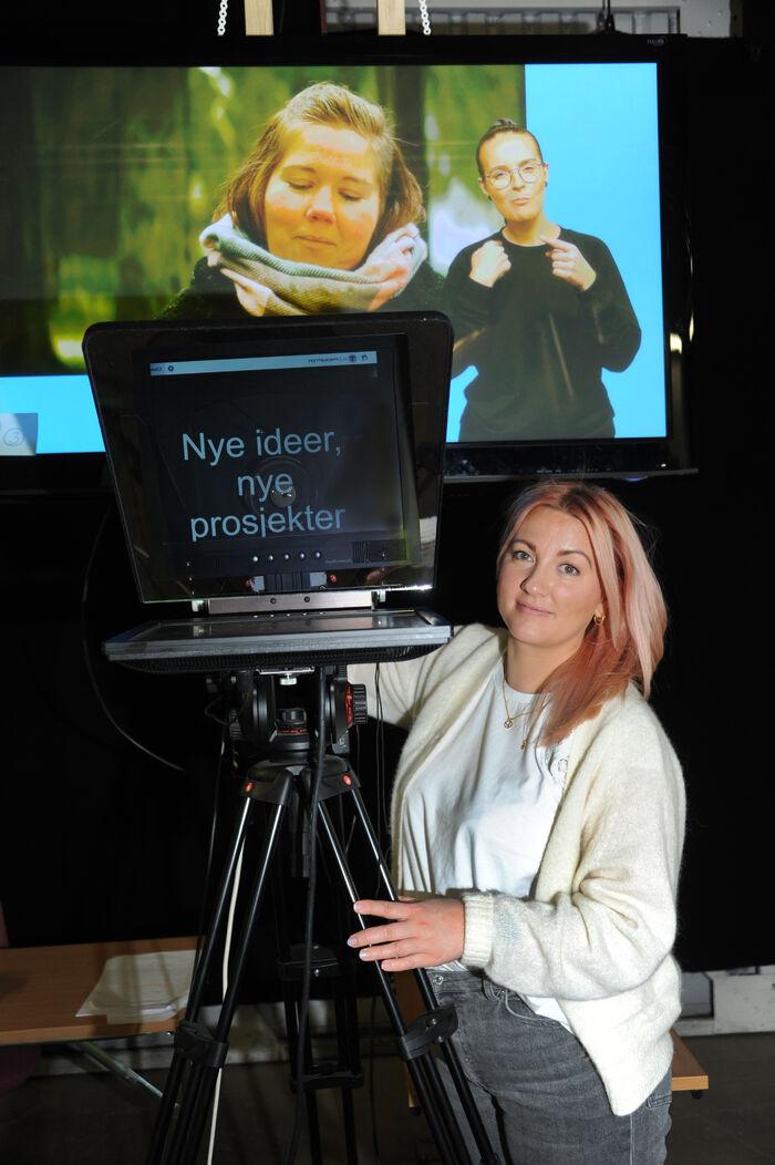 PRODUSENT. Vivi Hurtley jobber både bak og foran kamera og er involvert i alt som skjer i studioet til Supervisuell AS.