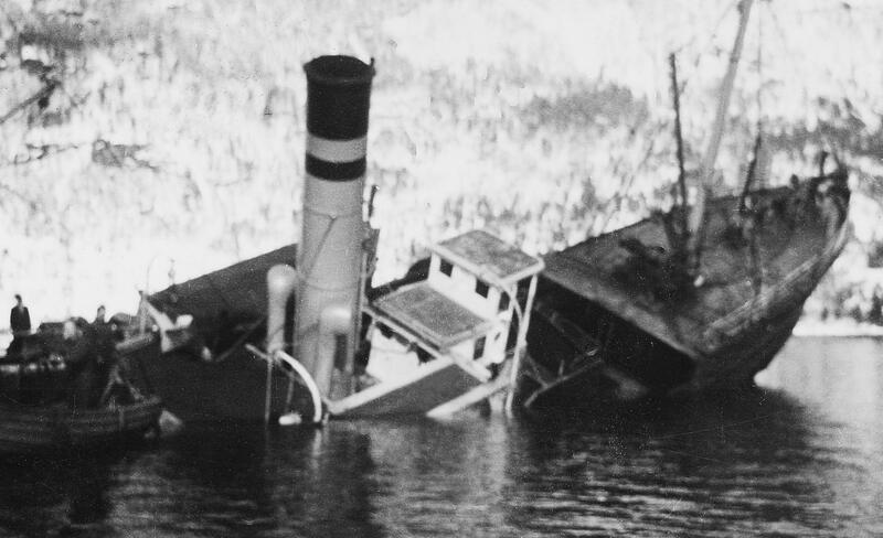 Dramatisk: Rutebåten «Statsraad Riddervold» forliste i Bøfjorden i mars 1944. (Fotoeigar: Bøfjorden Historielag)