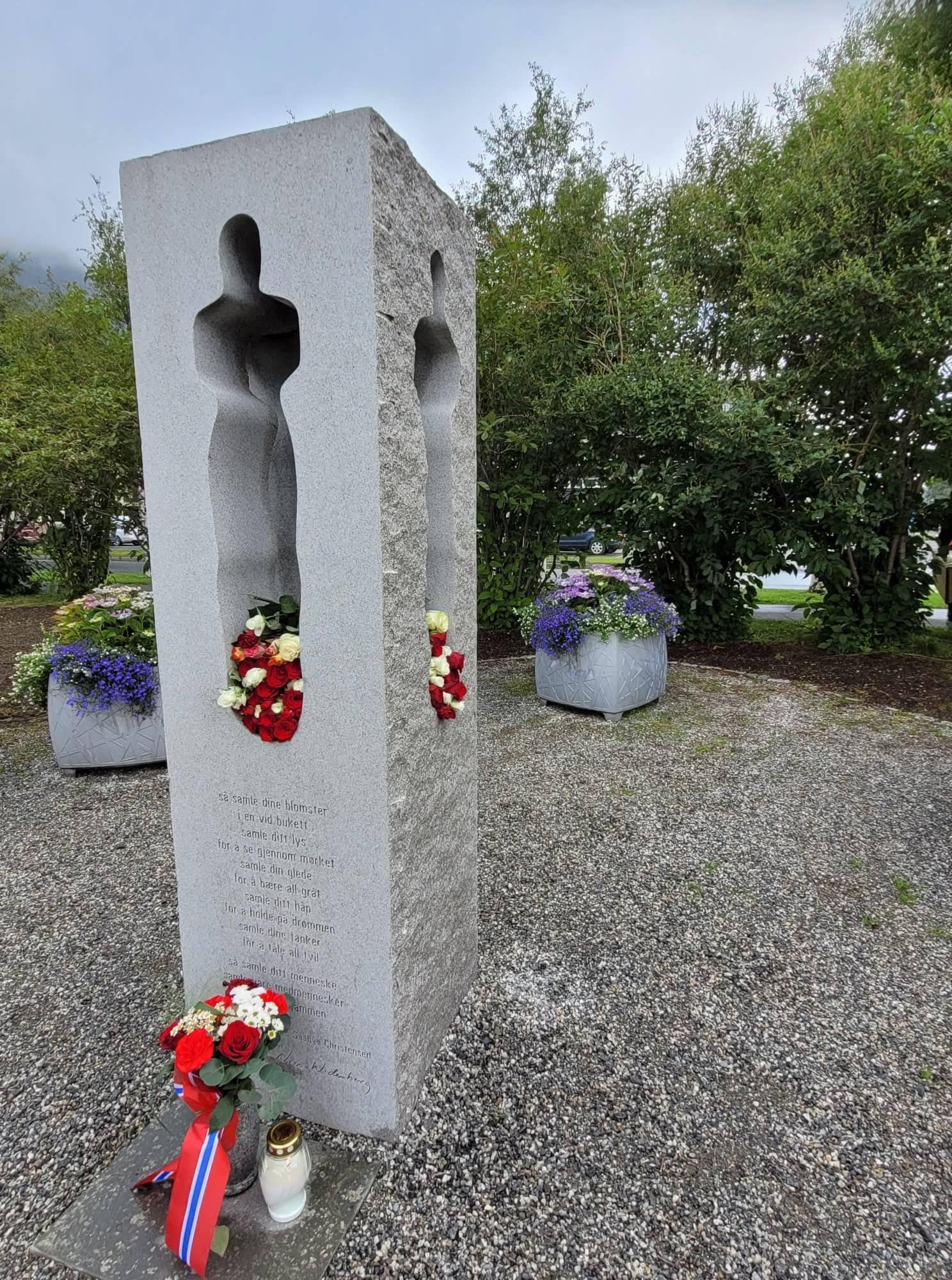 Minnesmerket 22. juli i byparken i Mosjøen