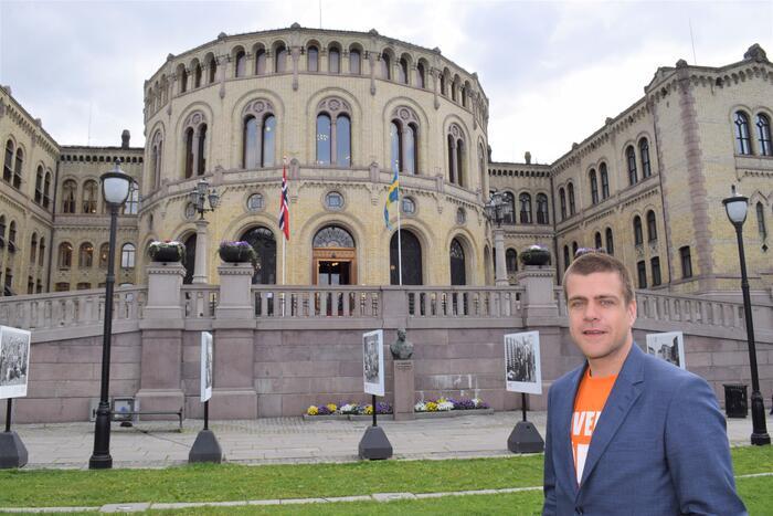 LEVERER IKKE. HLFs generalsekretær Henrik Peersen mener regjeringen leverer en plan for en utvikling som ikke svarer på hørselshemmedes utfordringer. Foto. Bo Mathisen