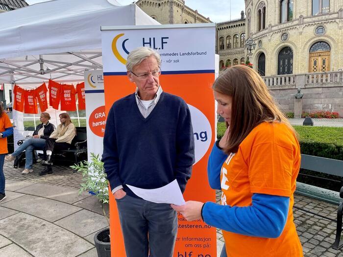 Fraksjonsleder i helse- og sosialutvalget i Oslo, James Stove Lorentzen (H), får dommen etter å ha blitt hørselstestet av audiograf Kjersti Horten Tardif i HLF