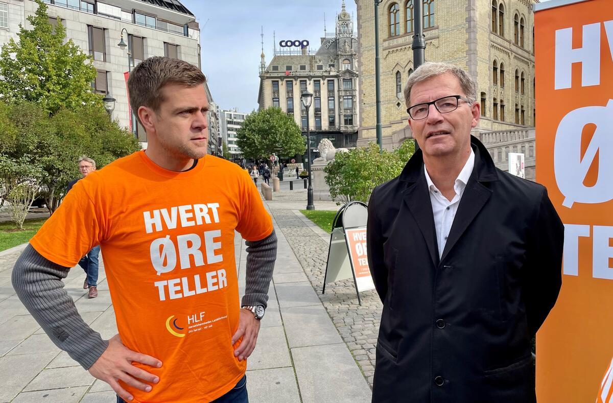 VIKTIG TEMA. Oslos helsebyråd Robert Steen (Ap) ga klart uttrykk for at hørsel er et viktig for folkehelsen og lyttet ivrig til HLFs generalsekretær Henrik Peersen under kampanjestarten tirsdag.