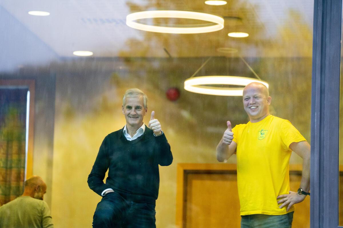 PLATTFORM. Arbeiderpartiets Jonas Gahr Støre og Senterpartiets Trygve Slagsvold Vedum forhandler om en regjeringsplattform i Hurdal. Foto. NTB