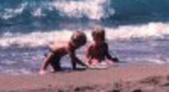 barn på stranden