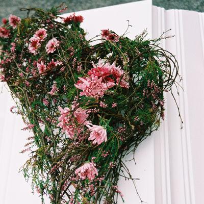 interflora_kistedekorasjon_hjerteform